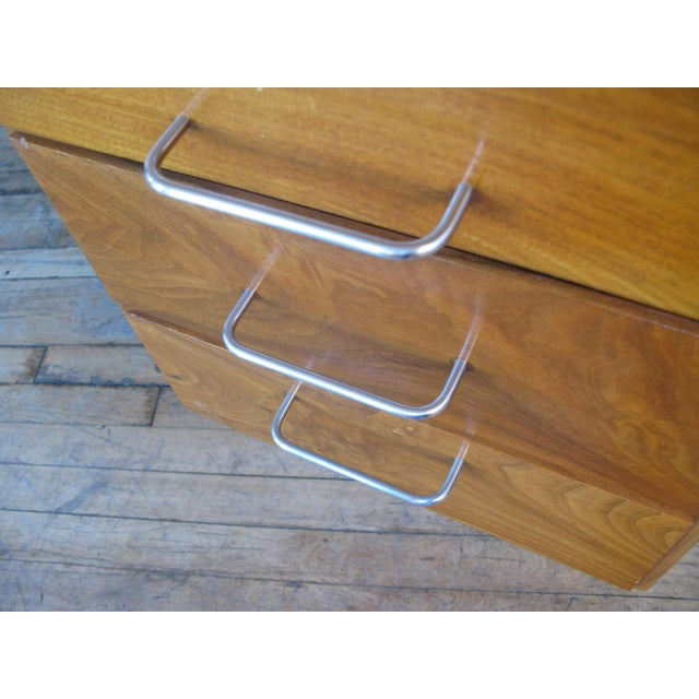1950s Mid-Century Modern Walnut Executive Desk by Jens Risom For Sale In New York - Image 6 of 8