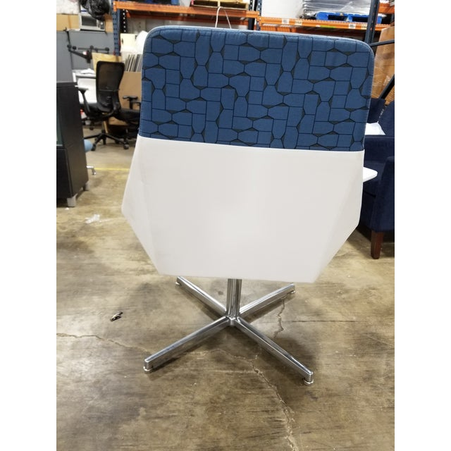 Amazing Modern Arcadia Nios Blue And White Tablet Lounge Chair Beatyapartments Chair Design Images Beatyapartmentscom