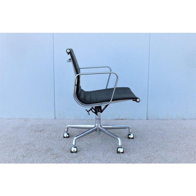 Metal Mid-Century Modern Herman Miller Eames Aluminum Group Black Management Chair For Sale - Image 7 of 13