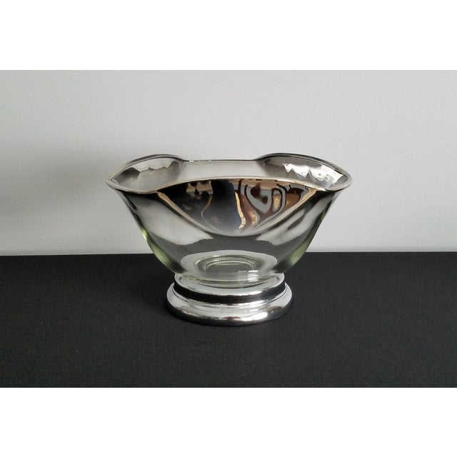 A four-piece mid-century modern Dorothy Thorpe bowl set. Perfect for parties or get togethers - use as chip and dip bowls,...