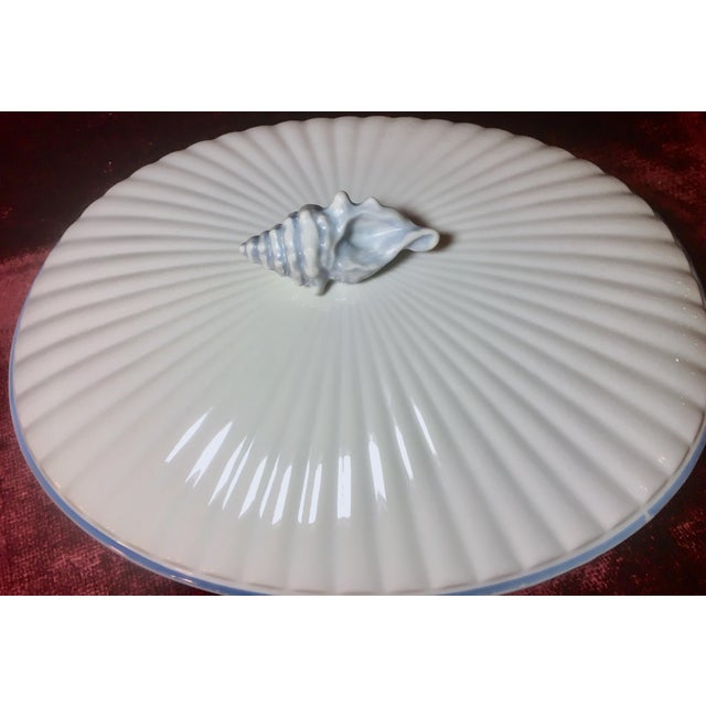 Art Nouveau 1970s Nautical Shell Motif Oven-To-Table 3qt Porcelain Casserole by Shafford Japan For Sale - Image 3 of 10