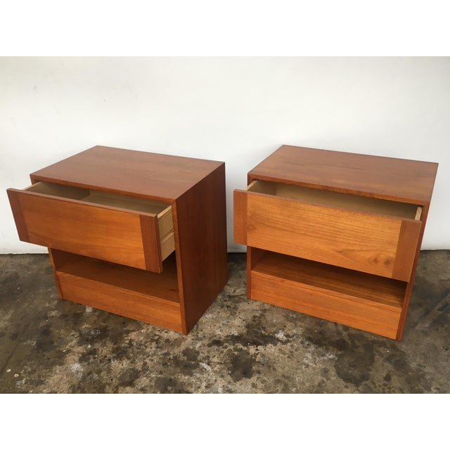Wake up on time with a new place to put your alarm clock. Condition: These nightstands are in excellent vintage condition,...