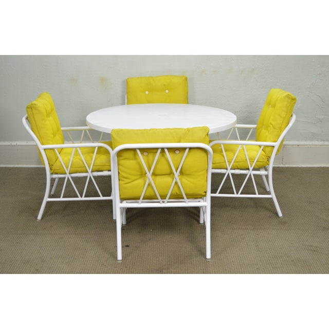 Brown Jordan Style Mid-Century White Round Patio Table & 4 Chair Set ...