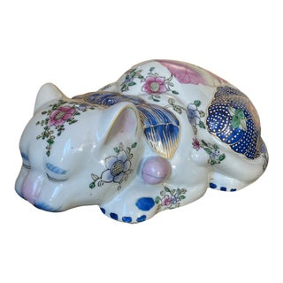 Chinese Famile Rose Porcelain Cat Sculpture For Sale