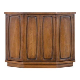 Mid-Century Modern Compact Broyhill Sideboard For Sale