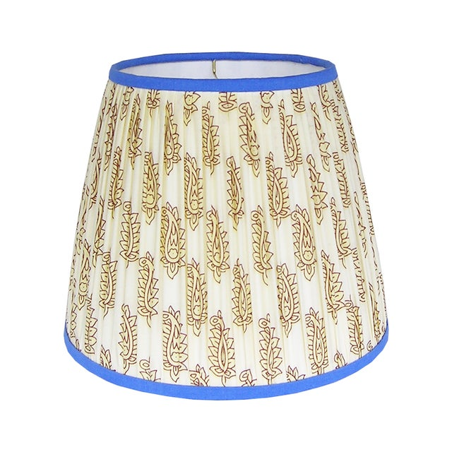 Cream Paisley Pleated Lamp Shade With Blue Trim For Sale - Image 6 of 8