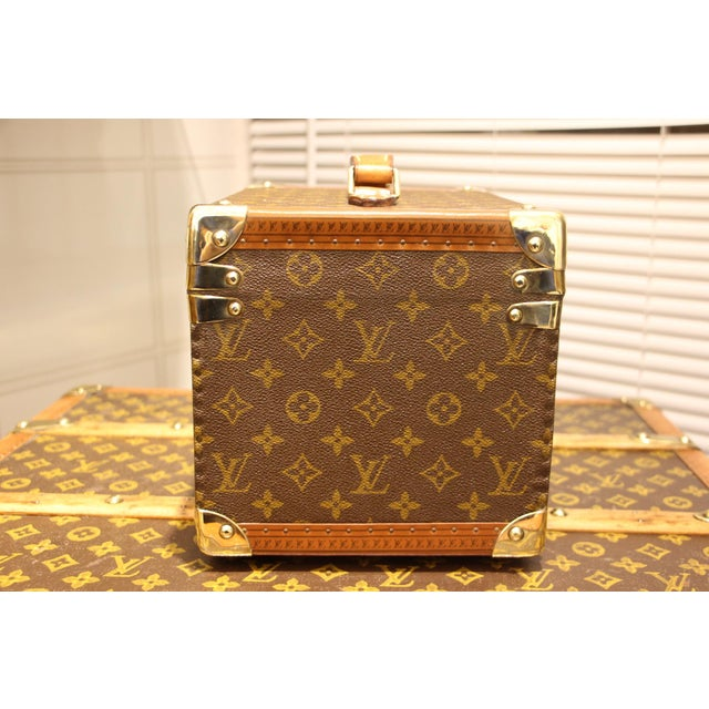 Very nice Louis Vuitton monogram train case with solid brass corners and lock. Leather top handle. All its studs are...