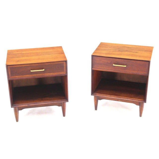 Pair of Mid-Century Modern Walnut End Tables with Brass Pulls For Sale - Image 9 of 10