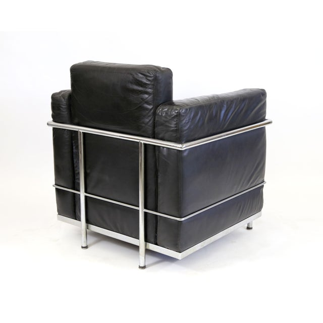 Vintage Le Corbusier Style Black Leather Club Chair From Jfk Concorde Room For Sale - Image 11 of 11