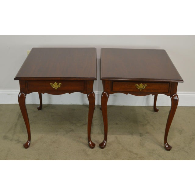 Traditional Hitchcock Old Litchfield Solid Cherry Pair Queen Anne One Drawer Side Tables For Sale - Image 3 of 13