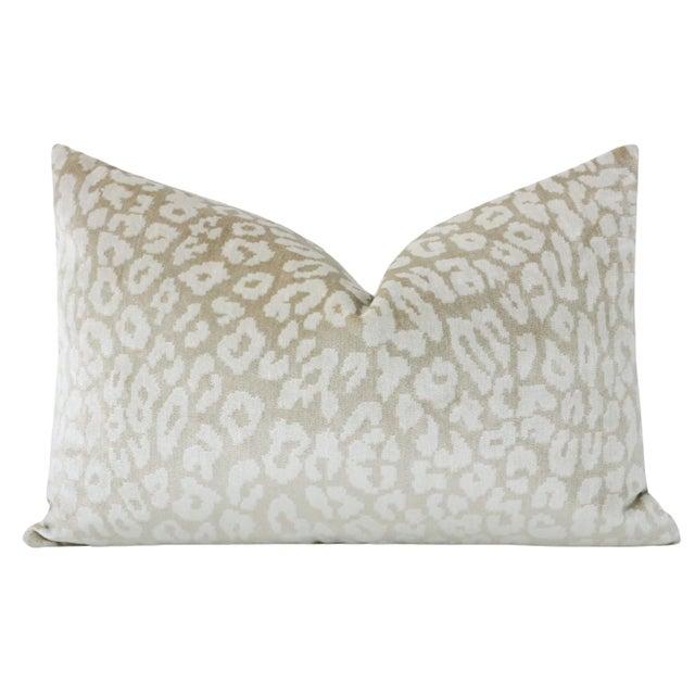 "Contemporary 12"" X 18"" Neutral Leopard Velvet Lumbar Pillows - a Pair For Sale - Image 3 of 5"