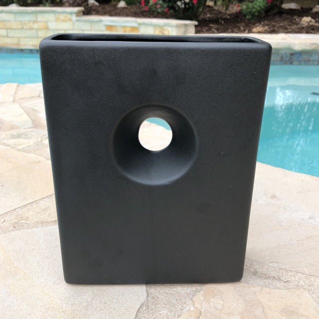 Modernist Matte Black Ilebana Vase For Sale In Austin - Image 6 of 11