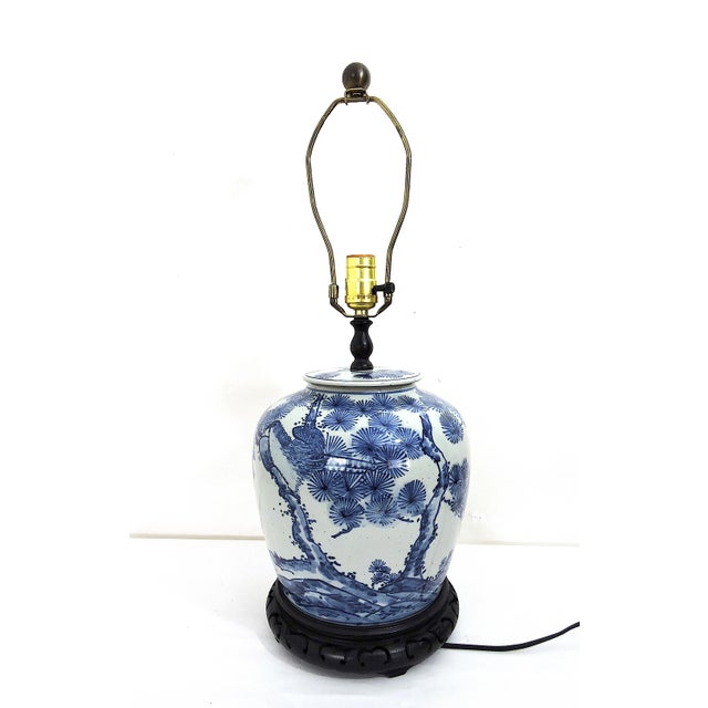 Attractive Chinoiserie Style Table Lamp In The Form Of A Traditional Chinese Blue And White Ginger