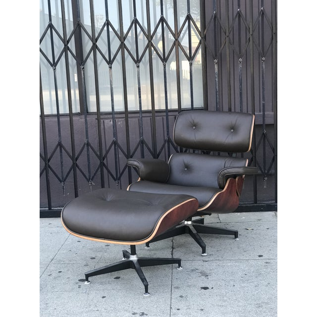 This genuine leather modern reproduction lounge chair and ottoman are high quality reproductions. Made of genuine Rich...