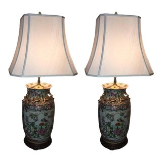 Rose Medallion Chinese Lamps with Silk Shades, 20th Century - A Pair For Sale