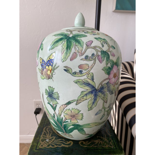 Lided Chinoiserie Strawberry and Butterfly Ginger Jar For Sale - Image 10 of 13
