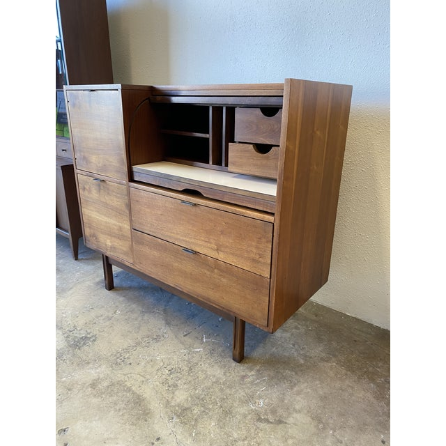 Mid Century Hooker for Mainline Secretary Roll Top Desk For Sale In Los Angeles - Image 6 of 13