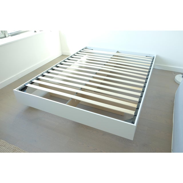 Modern Floating White Platform Queen Bedframe - Image 2 of 3