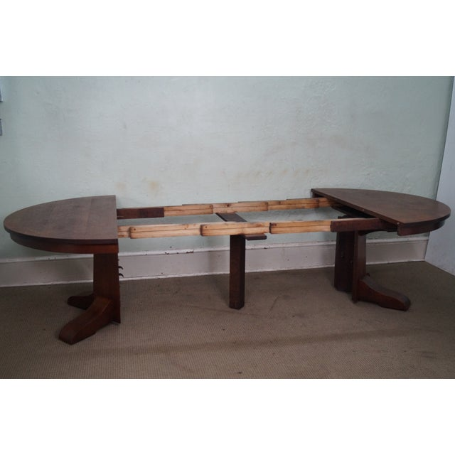 Antique Gustav Stickley Round Mission Oak Dining Table & 6 Leaves For Sale In Philadelphia - Image 6 of 10