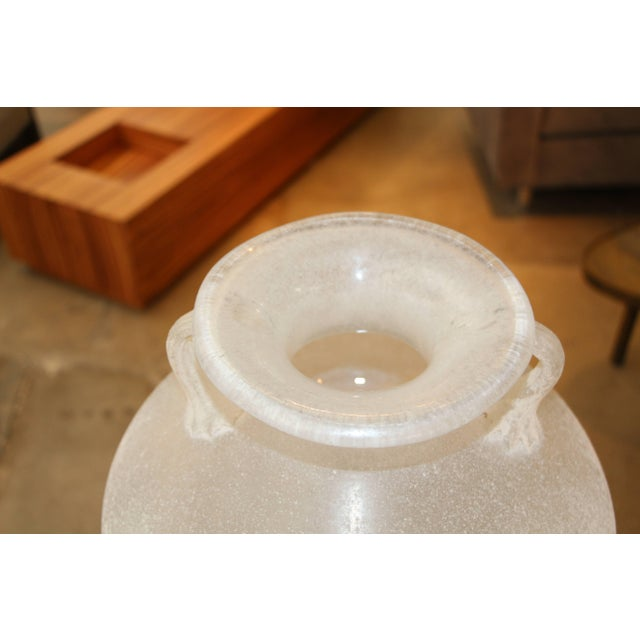 Beautiful Signed Seguso Scavo Corroso Vase With Handles For Sale In Palm Springs - Image 6 of 10