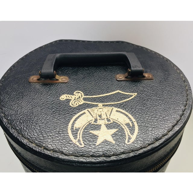 Al Malaikah Vintage Iconic Masonic Shriner Burgundy Wool Fez Hat in Original Box For Sale - Image 4 of 13