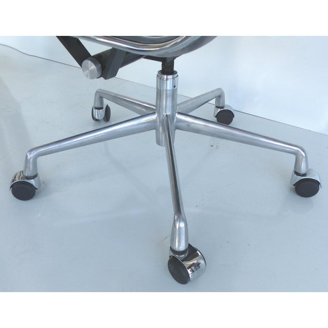 Mid-century Eames Herman Miller Aluminum Group Chair - Image 10 of 11
