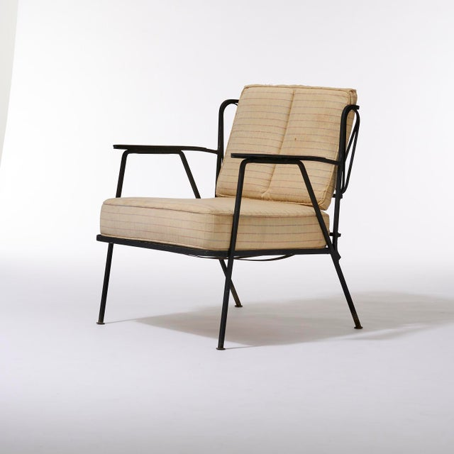 1950s Vintage Mid Century Maurizio Tempestini for Salterini Black Wrought Iron Ribbon Lounge Chairs- a Pair For Sale - Image 5 of 9