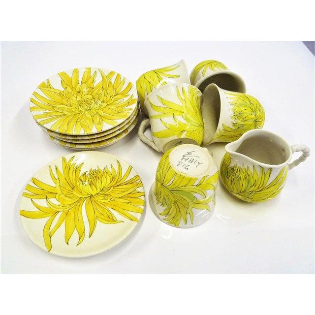 Italian Modern Ernestine Ceramics, Salerno, Italy 1960s, 5 Cups Saucers Plus Creamer Chrysantemum Pattern - Set of 12 For Sale - Image 3 of 12