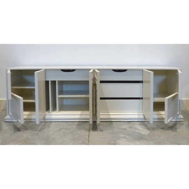 Dorothy Draper 1950s Hollywood Regency White Oversized Credenza/Buffet For Sale - Image 4 of 13