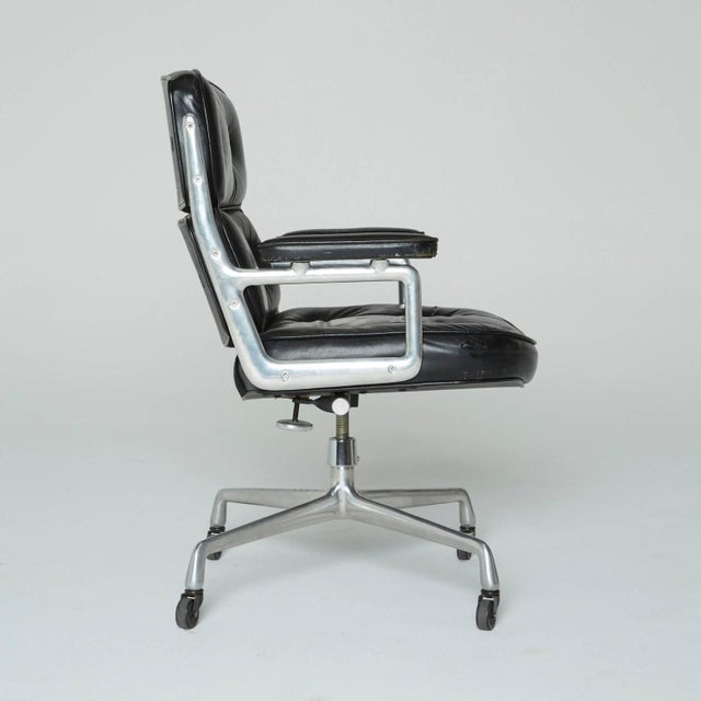 Mid-Century Modern Time Life Executive Office Chair by Charles Eames For Sale - Image 3 of 9