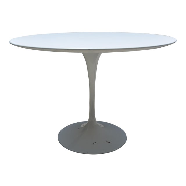 Knoll Saarinen Round White Laminate Dining Table Chairish - Saarinen table white laminate