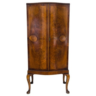 1900s English Traditional Walnut Linen Press