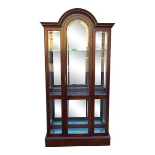 Vintage 1980s Solid Cherry Pennsylvania House Arched Top Curio China Display Cabinet For Sale