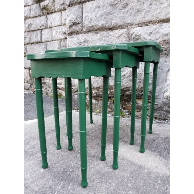 Asian Vintage Cane Wicker & Painted Wood Palm Tree Motif Nesting Table - Set of 3 For Sale - Image 3 of 9