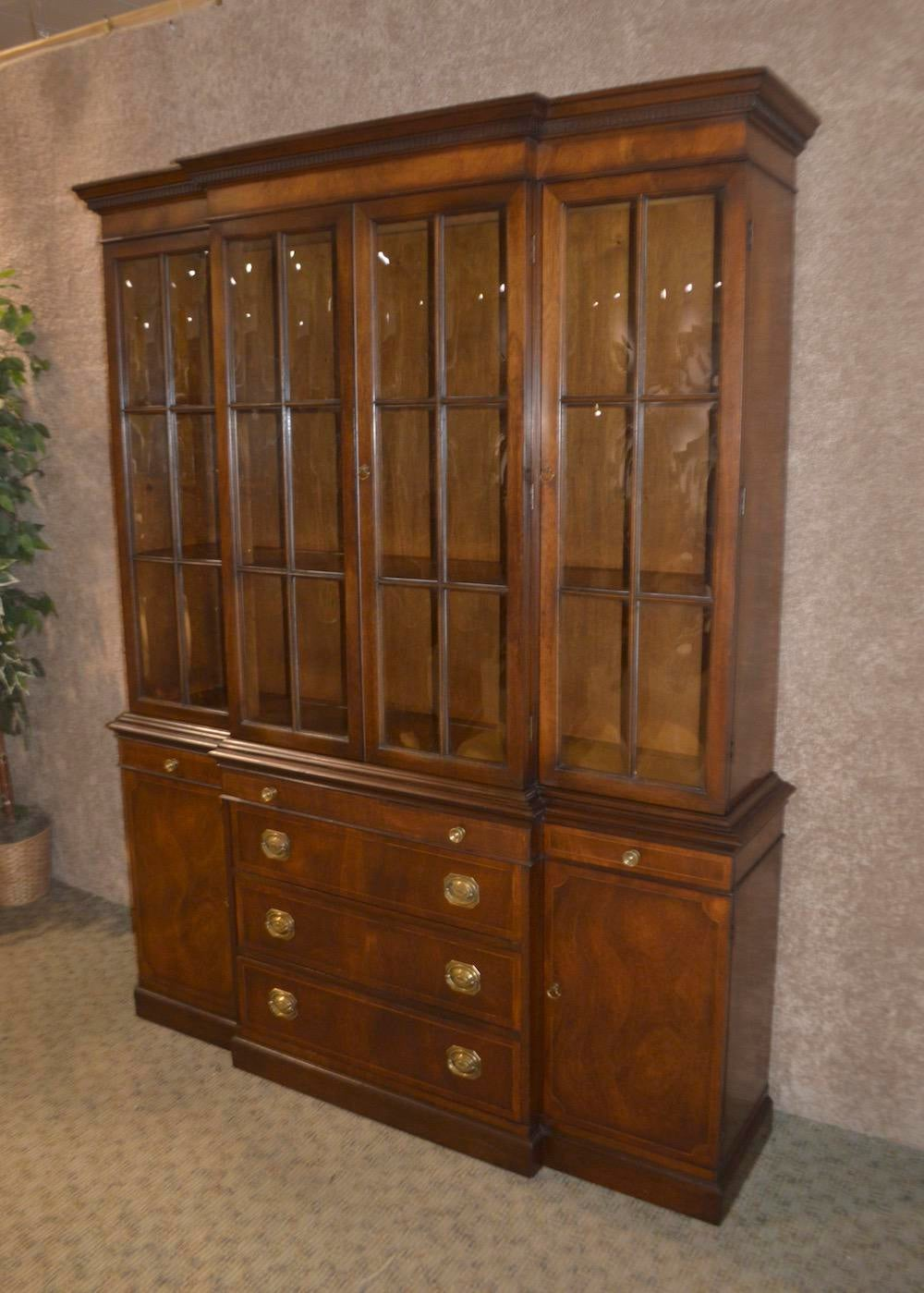 Traditional 1950s Traditional Two Piece Inlaid Mahogany China Cabinet For  Sale   Image 3 Of 13