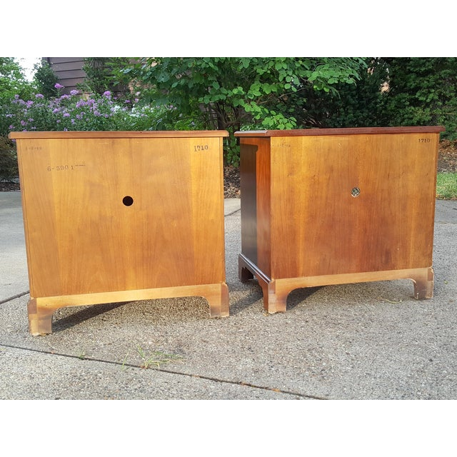 Vintage Henredon Chippendale Style Banded Walnut Nightstands-A Pair For Sale - Image 6 of 13