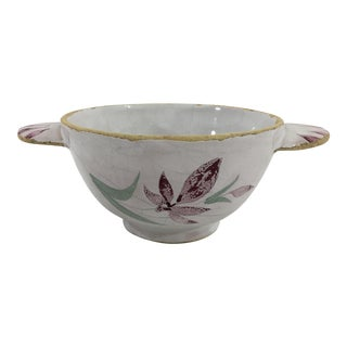 Chinese Export Porcelain Bowl With Flowers