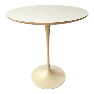 Mid-Century Modern Knoll Saarinen Tulip End Table For Sale