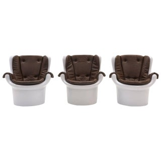 1970s Mid-Century Modern Molded White Plastic Chocolate Vinyl Lounge Chairs - Set of 3 For Sale
