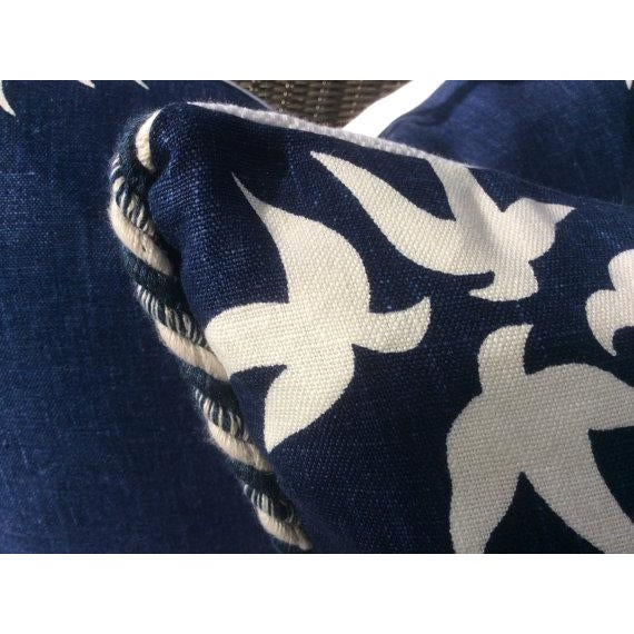 """Victoria Hagan Victoria Hagan Pillows in Navy & """"White Dove"""" Linen - a Pair For Sale - Image 4 of 4"""