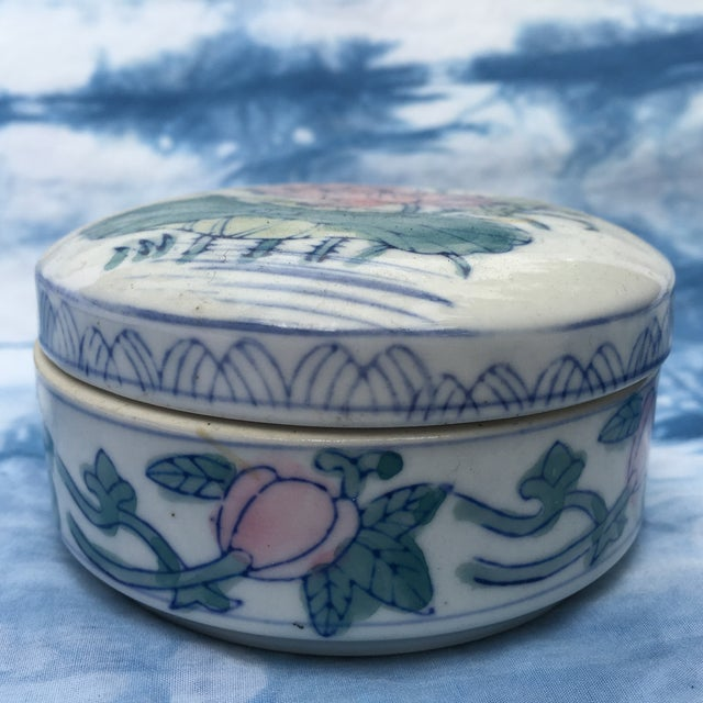Vintage Chinoiserie Round Porcelain Box - Image 4 of 5