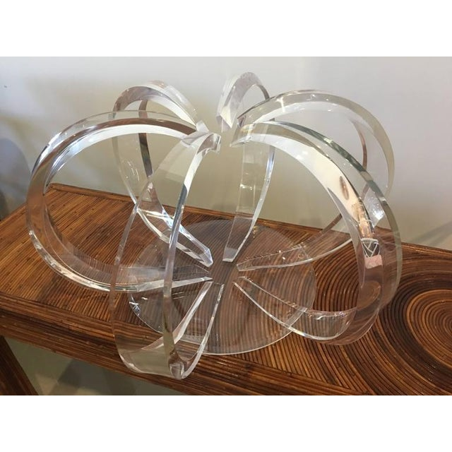 Mid 20th Century Round Lucite Spiral Circular Hollywood Regency Coffee Table For Sale - Image 5 of 9