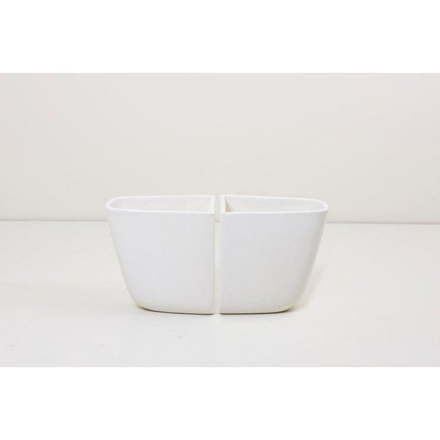 White Pair of Malcolm Leland Planters for Architectural Pottery, Usa, 1960s For Sale - Image 8 of 8