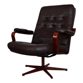 Mid-Century Danish Modern Lounge Chair in Leather For Sale