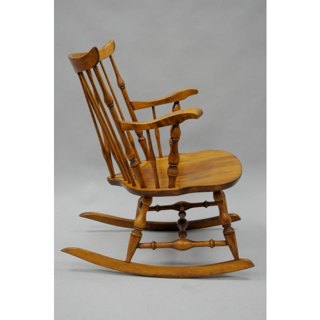 Colonial Traditional Vtg Nichols & Stone Maple Wood Windsor Rocking Chair Rocker For Sale - Image 5 of 11