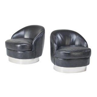 Pair of Mid Century Modern Barrel Chairs in the Style of Milo Baughman, Circa 1970 For Sale