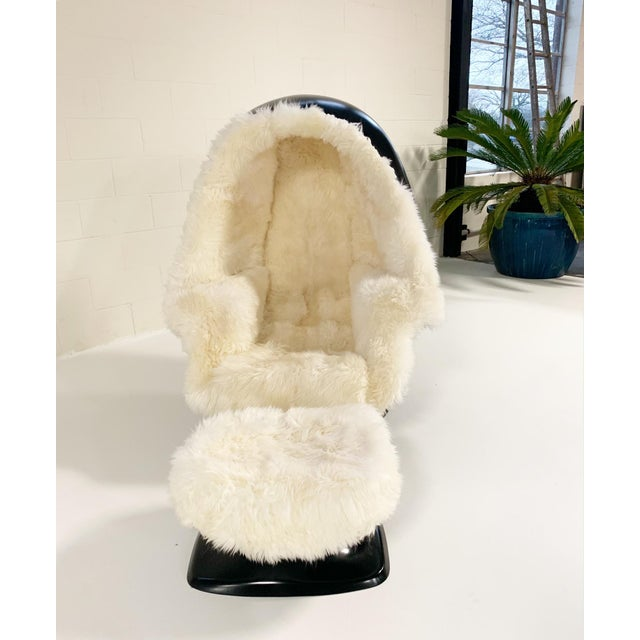 1970s Lee West Alpha Egg Chair and Ottoman Restored in New Zealand Sheepskin For Sale - Image 4 of 10