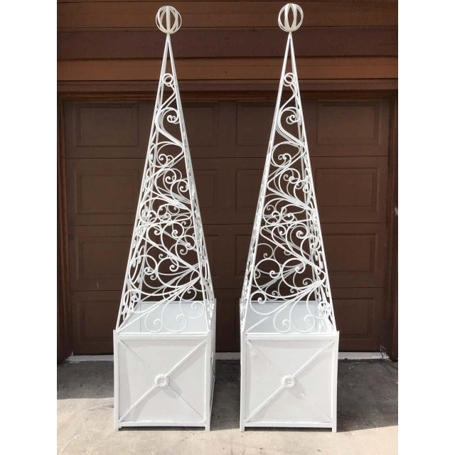 Early 20th Century Pair of French Art Deco Neoclassical Wrought Iron Obelisk Planters For Sale - Image 5 of 12