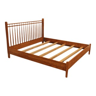 Hunt Country Furniture Oak King Size Spindle Back Bed For Sale
