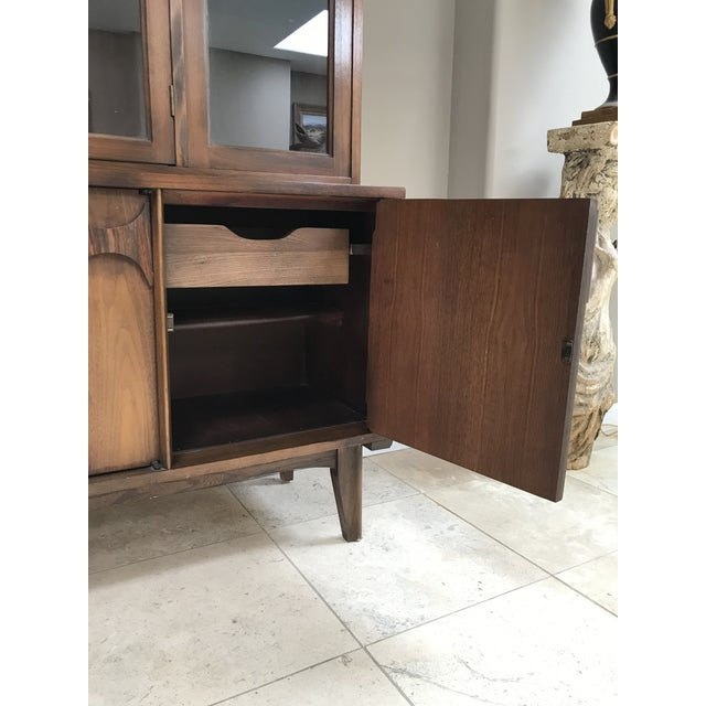 Mid Century Modern Kent Coffey Perspecta Walnut and Rosewood China Hutch Credenza For Sale In Phoenix - Image 6 of 10